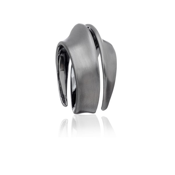 Spira Ring in Black Gold