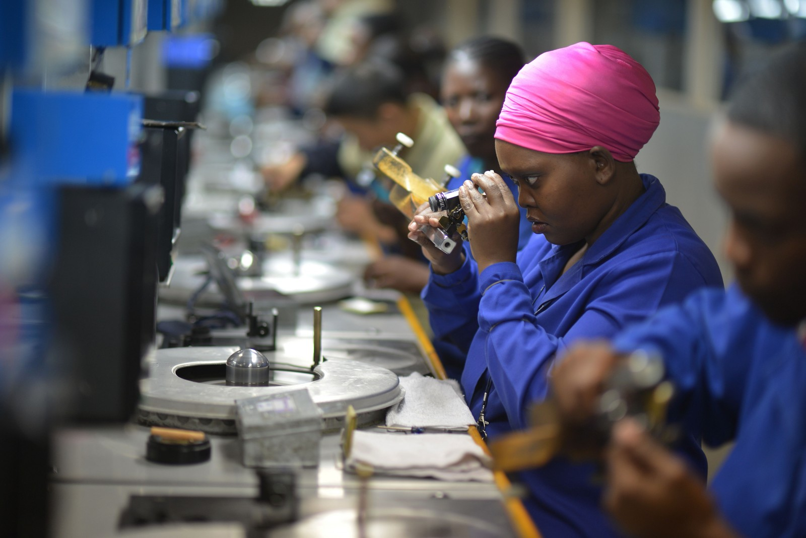 Employees are at work at a Diamond cutting and polishing company in Gaborone, Botswana on March 11, 2015. AFP PHOTO/MONIRUL BHUIYAN / AFP / Monirul Bhuiyan